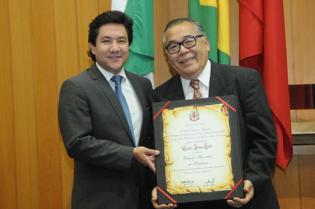 Emocionado, Carlos Kubo recebeu a Cidadania Londrinense