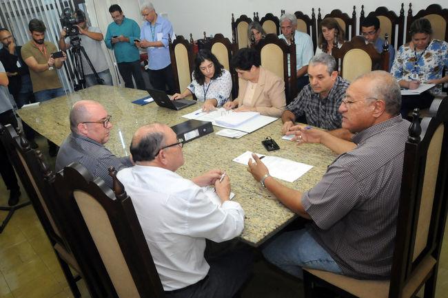 Comissão vai notificar vereadores para apresentação de defesas
