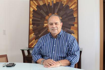 Professor Antônio Branco recebe Reconhecimento Público