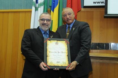 Professor Júlio recebe Cidadania Honorária