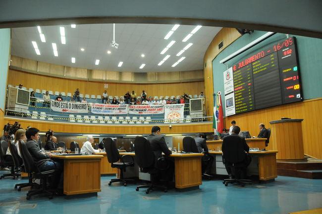 Sessão de julgamento é iniciada na Câmara
