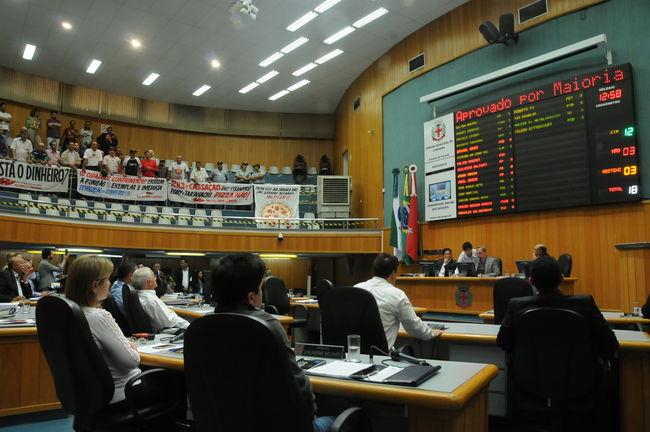 Mario Takahashi e Rony Alves são absolvidos em julgamento na Câmara
