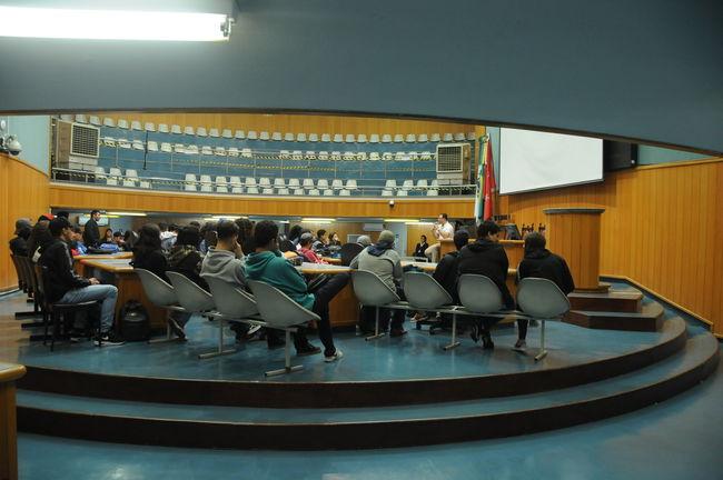 'Escola na Câmara' e 'Câmara Mirim' recebem quase 400 estudantes